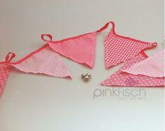 Stoffwimpelkette, rosa-pink   Pinkfisch   thingle.com - Diese Stoffwimpelkette ist perfekt für kleine Prinzessinnen. Sie ist 3 Meter lang und hat 4 unterschiedliche Wimpeldesigns in rosa und pink mit Punkten, Karo-Muster und Blümchen. Ganz toll für jede Geburtstagsparty oder einfach so zum Bestaunen im Kinderzimmer. Design, Pink, Fabric Bunting, Pink Fish, Little Princess, Princesses, Simple, Patterns