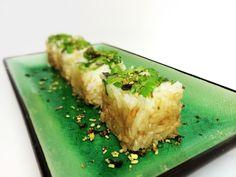 Deze Yaki sushi is heel kort gebakken en heeft een heerlijk subtiel korstje van sojasaus. De sushi is afgewerkt met Wasabi Furikake kruiden.
