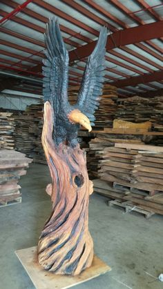 Bald Eagle Wood Carving by Jeff Samudosky Chainsaw Wood Carving, Wood Carving Faces, Wood Carving Designs, Tree Carving, Wood Carving Art, Wood Carving Patterns, Wood Carvings, Carving Tools, Chain Saw Art