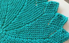 Let your fingers do the walking: Strikkeklut i 3 varianter. Fingers, Knitted Hats, Projects To Try, Walking, Blanket, Knitting, Crochet, Cloths, Dish