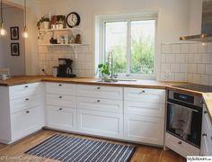 38 Ideas Kitchen Ikea Savedal Subway Tiles For 2020 Kitchen Cabinets India, Home Kitchens, White Kitchen Remodeling, Kitchen Design, Kitchen Renovation, Country Kitchen, New Kitchen, Kitchen Room, Kitchen Interior