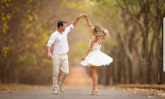 What is Special about Digital Wedding Photography? Wedding Photography Checklist, Wedding Couple Poses Photography, Couple Photoshoot Poses, Creative Couples Photography, Portrait Photography, Pre Wedding Shoot Ideas, Pre Wedding Poses, Pre Wedding Photoshoot, Bridal Shoot