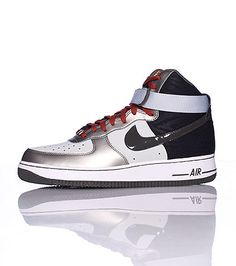 NIKE Men's high top sneaker Lace closure Signature NIKE swoosh on sides of shoe Padded tongue Cushioned sole for ultimate comfort and performance