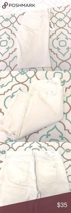 "💙👖Adorable JS White Jean Shorts👖💙27 3/4 10.5"" 💙👖Lovely Jessica Simpson Denim Shorts👖💙 Beautiful White Color! Longer Length. Bermuda Jean Shorts. Great for work play errands and shopping too! Size 27 (3/4). 10.5"" Inseam. 8.5"" Rise. 14.5"" Across Back. Awesome Stretch. Absolutely Adorable! Pair with a bright tank and necklace and wedge shoe. Perfection! New With Tags! Jessica Simpson! The Buckle! Nordstrom! Ask me any questions! : ) Jessica Simpson Shorts Jean Shorts"