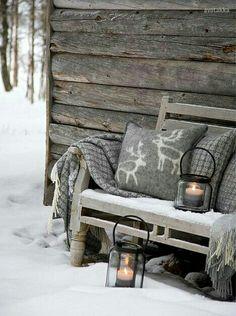 Looks kinda cold and kinda warm.