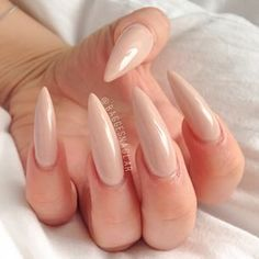 We all want beautiful but trendy nails, right? Here's a look at some beautiful nude nail art. Long Almond Nails, Almond Acrylic Nails, Long Nails, Nude Nails, Stiletto Nails, Natural Color Nails, Vintage Nails, Glamour Nails, Exotic Nails