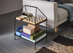 Těšíte se, až budete o svátečních večerech hrát hry? Využijte stojan na časopisy, např. IKEA YPPERLIG, právě na ukládání her! Je lehký; snadno se s ním manipuluje.