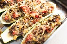 Gevulde courgette met gehakt, tomaat en kaas – BBQandCooking High Protein Recipes, Protein Foods, Healthy Recipes, Healthy Food, Cheesecake Factory Recipes, Zucchini, Main Dishes, Good Food, Food And Drink