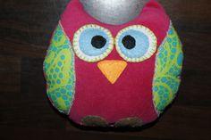 Weer een ander uiltje gemaakt van roze fleece, gebloemde stof en vilt.  Pink Fleece with felt Owl