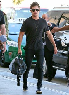 Zac Efron is dressed in all black as he arrives at LAX on Apr. 22