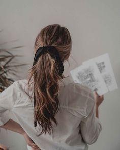 Parisian Chic hairstyle + Women& Fashion Pariser Chic Frisur + Damenmode The post Pariser Chic Frisur + Damenmode appeared first on Decoration and Outfits. Chic Hairstyles, Trending Hairstyles, Braided Hairstyles, Fashion Hairstyles, Casual Hairstyles For Long Hair, Hairstyles With Ribbon, Ribbon Hairstyle, Woman Hairstyles, Teenage Hairstyles