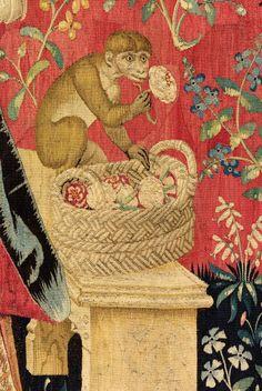 "Tapisserie ""Odorat"" de La dame à la licorne - Singe respirant une fleur Medieval Tapestry, Medieval Art, Medieval Times, Medieval Pattern, Unicorn Tapestries, Monkey Art, Renaissance Era, Tapestry Design, Textiles"