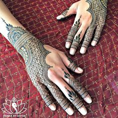 @hennabydivya - Simple bridal henna for a sweet sweet bride! @monalshah3 A part of Monal's bridal henna is on PERISCOPE (hennabydivya) for all those who missed watching the live broadcast yesterday morning. Monal was kind enough to let Apoorva shoot the video while I worked away. @apoorvashennaworks And as always thank you for being the best assistant. @apoorvashennaworks You're freakin' awesome. This design is a recreation of a design I did long ago (originally inspiried by @maplemehndi...