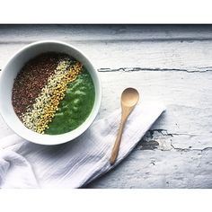 We just about want to dive into this smoothie bowl by @candissk. #ebdailypic