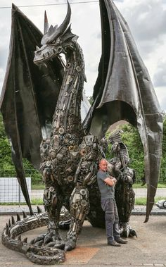Recycle Art Dragon by Tom Samui high and made from car and motorcycle parts - Metal art sculpture - Fantasy Creatures, Mythical Creatures, Arte Peculiar, Art Du Monde, Scrap Metal Art, Welding Art, Arc Welding, Metal Welding, Welding Classes