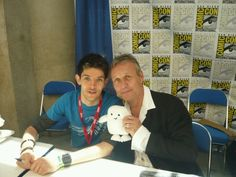 Colin Morgan (Merlin) and Anthony Stewart Head (Uther and Giles) with an Adipose! your argument is invalid :D Anthony Head, Merlin Fandom, Merlin Cast, Merlin And Arthur, Fandom Crossover, Colin Morgan, Geek Out, Superwholock, One Pic