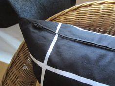 Tee-se-itse-naisen sisustusblogi: Zippered Pillow Cover In Marimekko Tiiliskivi Fabric