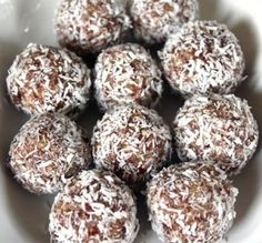 Pinnet said: These are the best South African Date Balls Recipe and I have been making them for 25 years. No Egg! You do not need Egg! South African Desserts, South African Dishes, South African Recipes, Kos, Scones, Date Balls, Banting Recipes, Sorbets, Protein Ball