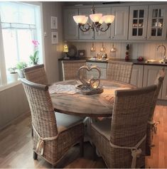 173 instant solutions for farmhouse dinning room- page 37 French Country Dining, Country Kitchen, Black Round Dining Table, Scandinavian Style Home, Bungalow Renovation, Rustic Kitchen Design, Cottage Kitchens, Home And Deco, Cozy House