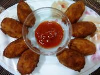 Paneer Cutlet recipe.  1 cup crumbled paneersalt to taste1 tbsp grated garlic1 tsp chilli powder2 tsp tomato ketchup1/3 cup  maida3/4 cup crushed papadoil for deep-frying