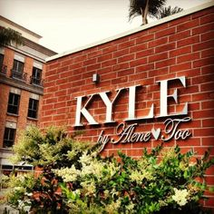 Glitterati Private Tours: Kyle by Alene Too, as seen on The Real Housewives of Beverly Hills tour.