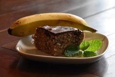 Svampet, lækker og sund banankage, uden mælk, korn og sukker. Den er super let at lave, smager fantastisk og helt i currame style :-)