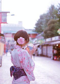 ゆかた (yukata), a cotton summer kimono.