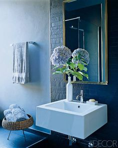 Nate Berkus bathroom ELLE DECOR. A little styling going a long way...