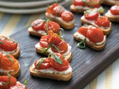 Roasted Tomato, Ricotta and Basil Crostini Learn how to make easy yet elegant holiday appetizers for your holiday party this season from Food Network. Holiday Appetizers, Appetizer Dips, Appetizer Recipes, Holiday Recipes, Avacado Appetizers, Prociutto Appetizers, Mexican Appetizers, Elegant Appetizers, Halloween Appetizers