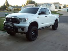 White toyota tundra lifted / TOYOTA Tacoma 2005-Present - huge collection of cars, auto news and reviews, car vitals, photos, videos | Electric Tesla Car, Ga Dept Motor Vehicles