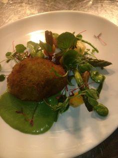 @darrengdwn  Wild garlic scotch egg, St. George mushrooms, asparagus peas & beans.  #vegetarian @LosehillHouse