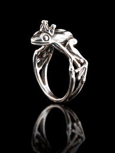 Anello argento rana incantato principe ranocchio principe anello rana gioielli Rana animale anello Rana roba sciocca gioielli regalo per ragazza corona di martymagic su Etsy https://www.etsy.com/it/listing/21855387/anello-argento-rana-incantato-principe