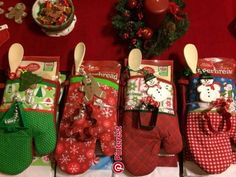 DIY Christmas Gift Baskets That Are Stuffed To The Brim With Adorable Christmas Gifts – Hike n Dip - Diy christmas gifts Easy Diy Christmas Gifts, Christmas Gift Baskets, Teacher Christmas Gifts, Christmas Fun, Holiday Gifts, Beautiful Christmas, Santa Gifts, Christmas Projects, Cheap Christmas Decorations