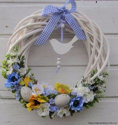 A beautiful wreath to celebrate Easter Easter Projects, Easter Crafts, Wreath Crafts, Diy Wreath, Wreath Ideas, Easter Wreaths, Holiday Wreaths, Ester Decoration, Diy Ostern