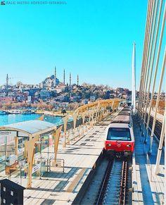 🚉 伊斯坦布爾最美的捷運站就位於金角灣地鐵橋上,橋邊同時設有步行區。©mstfatyfn