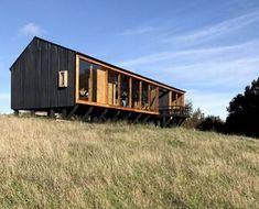 Casa MÜLLER / Eugenio Ortúzar + Tania Gebauer Prefab Cabins, Prefab Homes, Eco Cabin, Casa Patio, Casas Containers, Bothy, Metal Homes, Black House, Modern Farmhouse