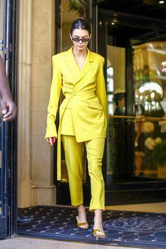 Kendall Jenner: Out at Paris Fashion Week - GotCeleb Street Style & fashion inspiration Fashion Mode, Suit Fashion, Look Fashion, Fashion Outfits, Womens Fashion, Fashion Trends, Paris Fashion, Fashion Belts, 1950s Fashion