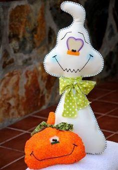 Awww how cute Halloween Quilts, Moldes Halloween, Halloween Sewing, Adornos Halloween, Manualidades Halloween, Fall Sewing, Halloween Patterns, Halloween Ornaments, Felt Ornaments