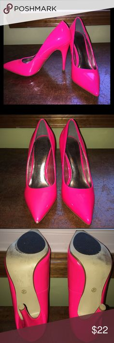 Hot pink Worthington heels. Hot pink Worthington 4 1/2 inch heels size 7. These shoes are HOT! There are a few blemishes but they still have a lot of party left in them. Worthington Shoes Heels