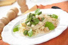 Spaghetti z bobem, serem owczym, czosnkiem i kalarepką #smacznasrona #pzepisytesco #bób #serowczy #spaghetti #pasta #kalarepka #pycha