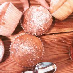 #muffins con #yogurt alla #fragola appena sfornati per la #festa di fine anno della #scuola, c'è qualcuno che si è intrufolato! Scovate l'intruso!😍 #merendasana #muffin #lebloggalline #mammeitaliane #mammeaifornelli #dolci #bakery #instamamme #mammebloggers #foodblogger #italianfoodblogger #gnamgnam #foodie #onthetable #beautifulcuisines