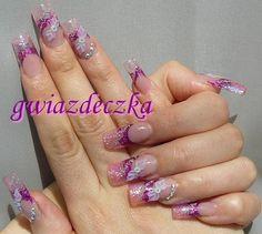Gel nails - Pink glitter and Swarovski crystals / Paznokcie żelowe - Różowy brokat i cyrkonie Swarovskiego. More here: http://esteraowczarz.blogspot.com/2014/12/rozowe-paznokcie-z-brokatem-i.html