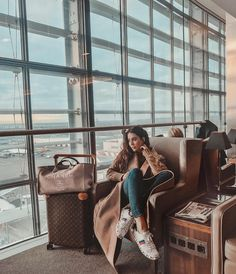 ieved it. It was an absolute dream. As always, December was kept for vlogmas, and with Dusan I travelled all over Finland, British Cou Airport Photos, Airport Look, Airport Style, Airport Travel Outfits, Work Travel, Travel Style, Photographie New York, Travel Aesthetic, Mode Outfits