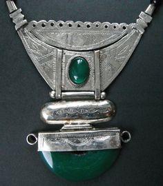 collier touareg en argent avec agate verte : Collier par azref