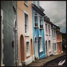 #Salcombe is very good at its pastels! Love these houses along Courtenay Street.