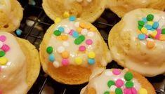 Grandma's Light-as-a-Feather Doughnut Recipe - Mini Doughnuts, Baked Doughnuts, Baked Churros, Donut Recipes, Sweets Recipes, Cake Recipes, Desserts, Homemade Doughnuts Easy, Rainbow Jello