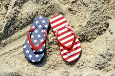 pair of flip-flop on sand of jersey shore with usa flag pattern on it Patriotic Cupcakes, Beach Please, Happy July, Jersey Girl, En Stock, Personalized Stationery, Card Sizes, Memorial Day, Note Cards