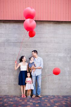 Red balloon family photos in San Diego | Acqua Photo | 100 Layer Cakelet