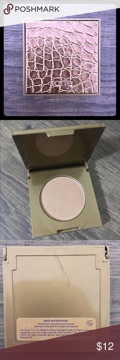 Tarte Amazonian Clay Bronzer Tarte Amazonian Clay Waterproof Bronzer *Park Ave Princess •Deluxe sample - 3g  •Never used or swatched  •Get your bronze on with this awesome product! Sephora Makeup Bronzer
