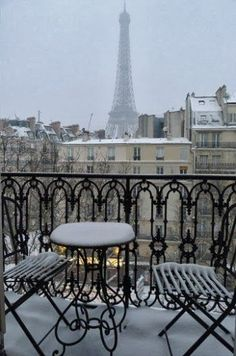 #snowy paris...was just here although it was cold and rainy without the white snow. still a great time to visit since all lines were very short! beautiful!